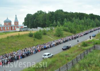 Litija sa desetinama hiljada ljudi kreće se prema Kijevu (foto)