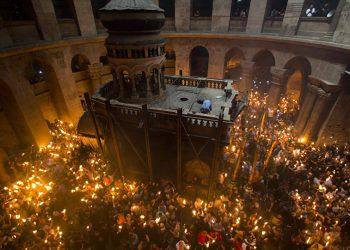 U Hramu Hristovog Groba upaljen Blagodatni oganj