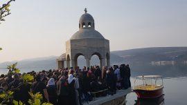 Грађани одбранили крстионицу у Тивту, полиција се повукла